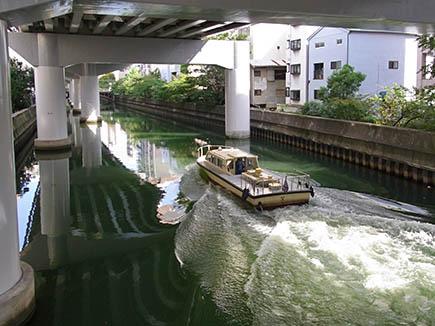 朝日差し込む東横堀川: 大阪 アホげな小発見。とか